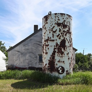 A cylindrical silo in South Dakota, perhaps the basis of a related rates problem in calculus. Image: flickr user Lars Plougmann